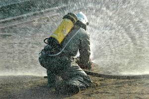 Fire fighter water barrier